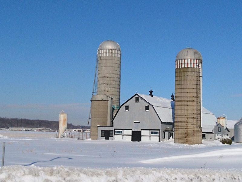 Photo d'une ferme en hiver