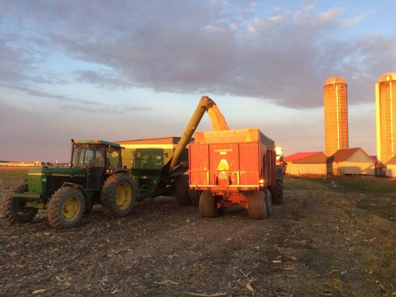 Véhicule agricole en période de récoltes