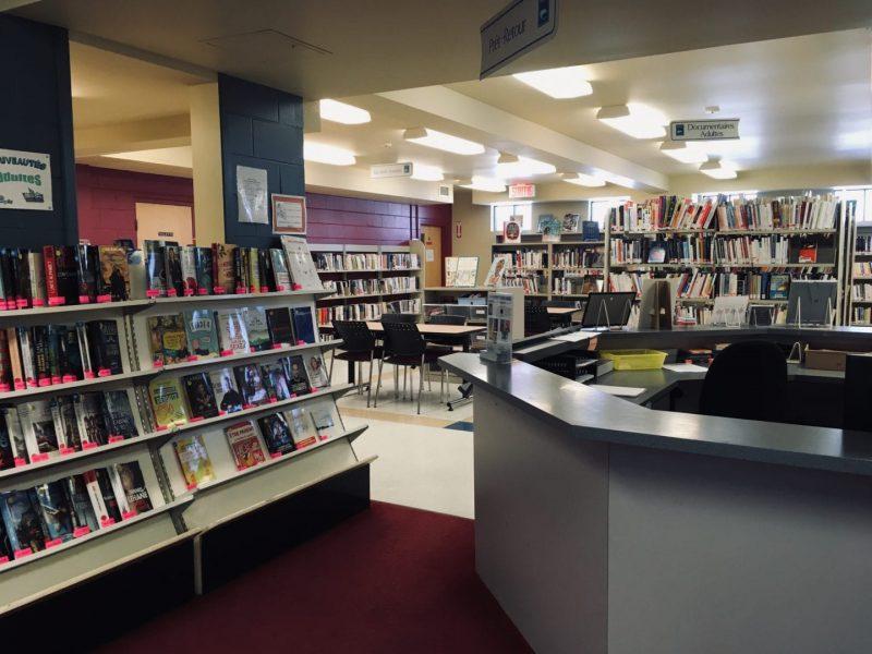 Bibliothèque Ryane-Provost, comptoir de prêts et nouveautés