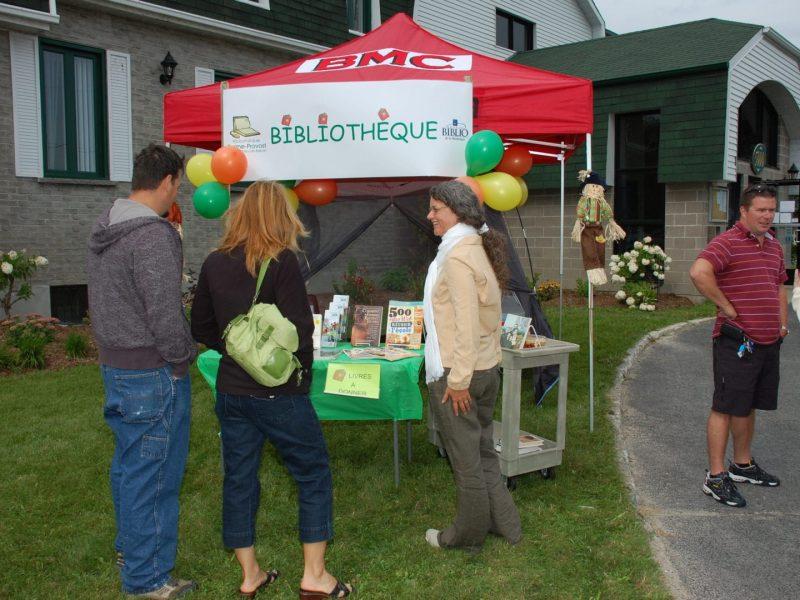 Kiosque de la bibliothèque lors de la Fête St-Mathieu